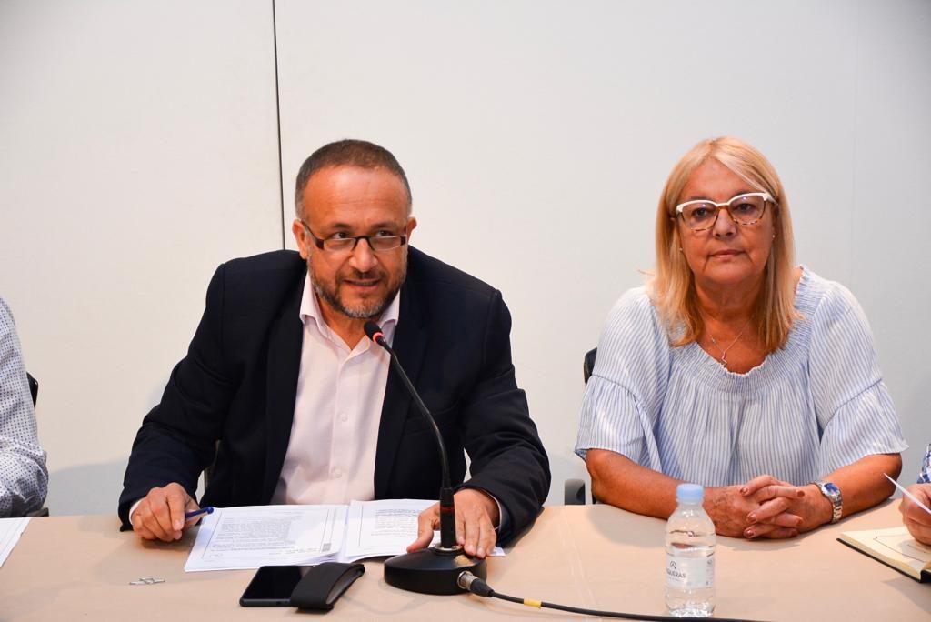Gerardo Álvarez Courel y Carmen Doel Mato.