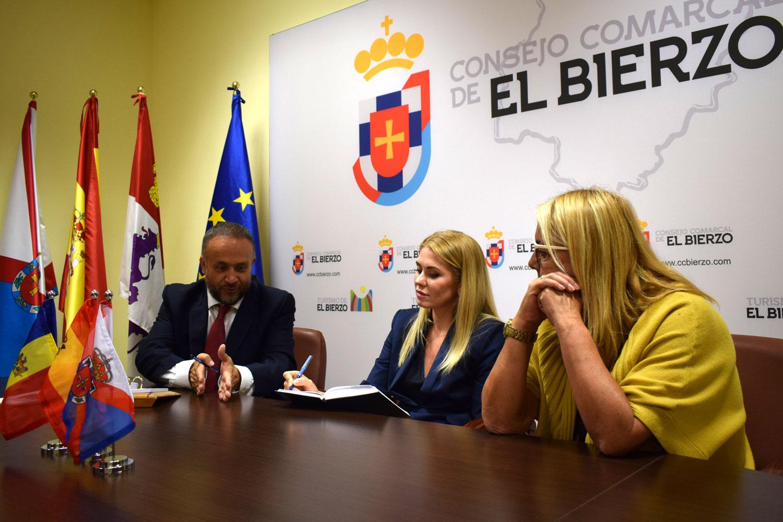 El presidente del Consejo Comarcal recibe a la embajadora de Moldavia en El Bierzo