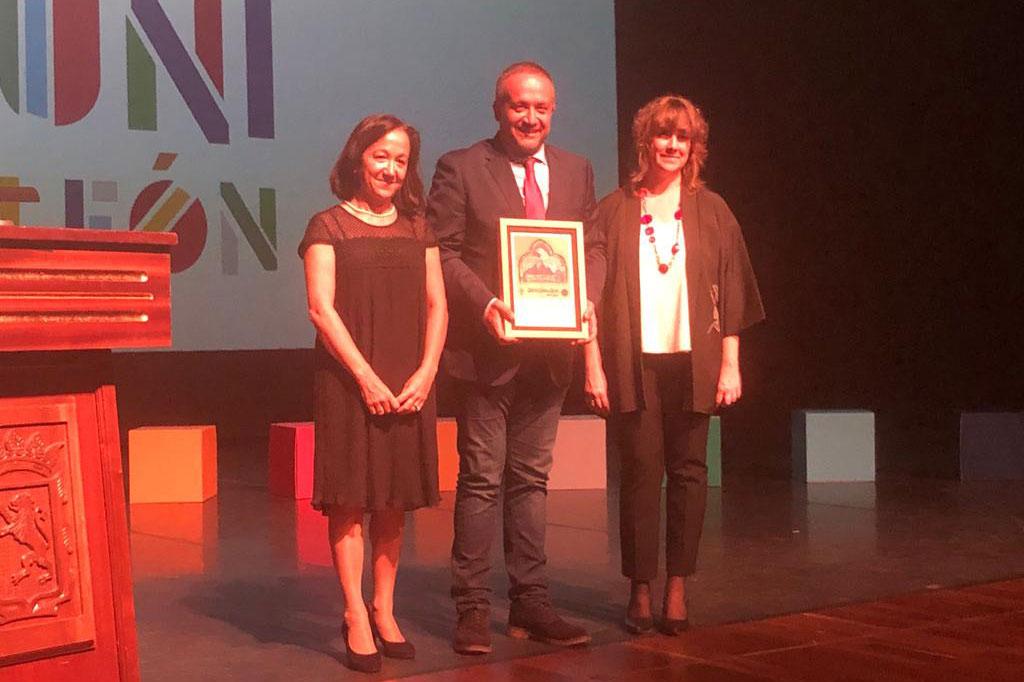 El presidente del Consejo Comarcal recoge el reconocimiento de la Unviversidad de León en su 40 aniversario