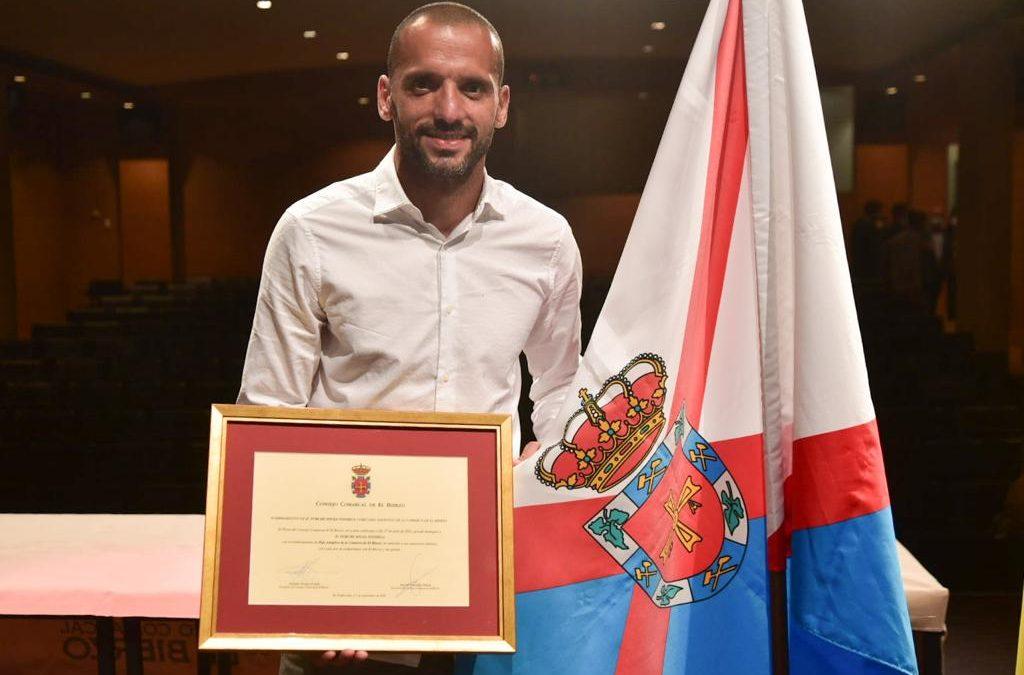 Yuri de Souza, jugador de la SD Ponferradina, recibe el título de Hijo Adoptivo de El Bierzo