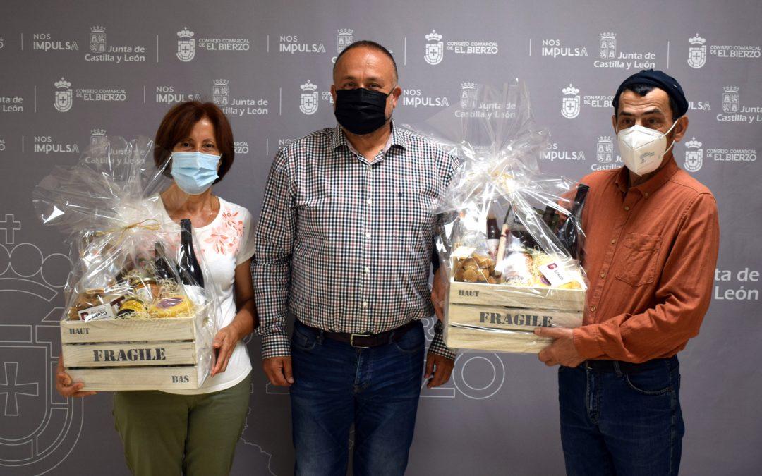 Entrega de las cestas de productos bercianos a las personas ganadoras del sorteo realizado en las ferias del Banco de Tierras