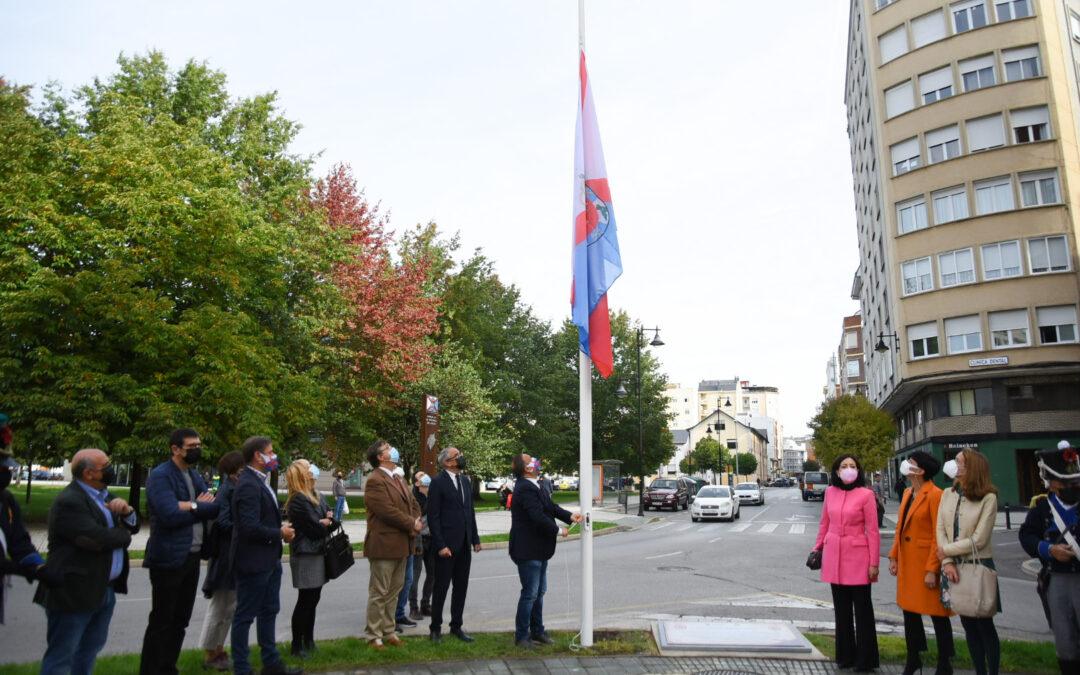 """Una bandera y una placa dedicada a Juan de Zárate y Murga recuerdan en Ponferrada el bicentenario de la Provincia del """"Vierzo"""""""